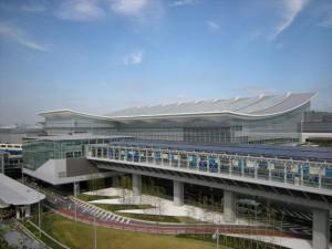 1.駐車場屋上より見た新国際線ターミナル