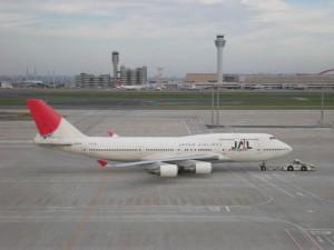 13.展望デッキから見た日本航空のB747-400