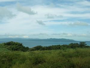 古宇利島から見た沖縄本島(奥間付近)