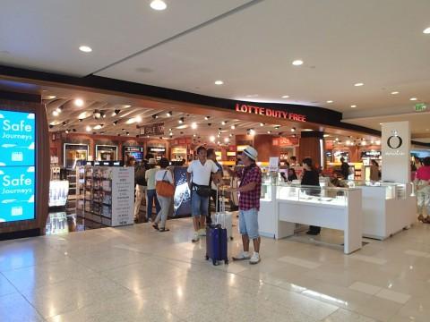グアム空港LOTTE免税店