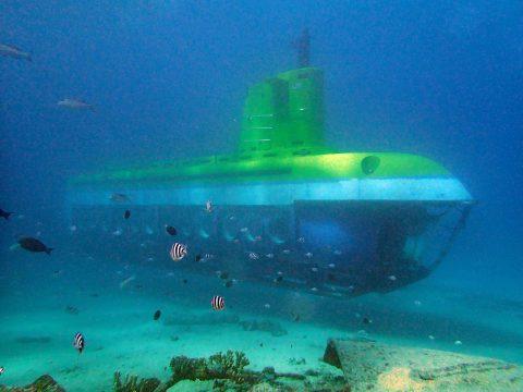 観光潜水艦ディープスター号(これに出会ったら手を振りましょう!)